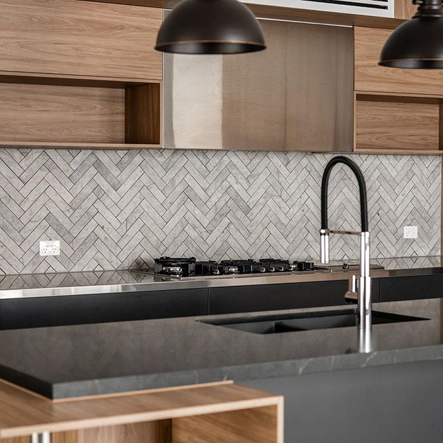 Swipe for a detailed look at this herringbone tile splashback. #magnokitchens #sydneyinteriors #interiordesign