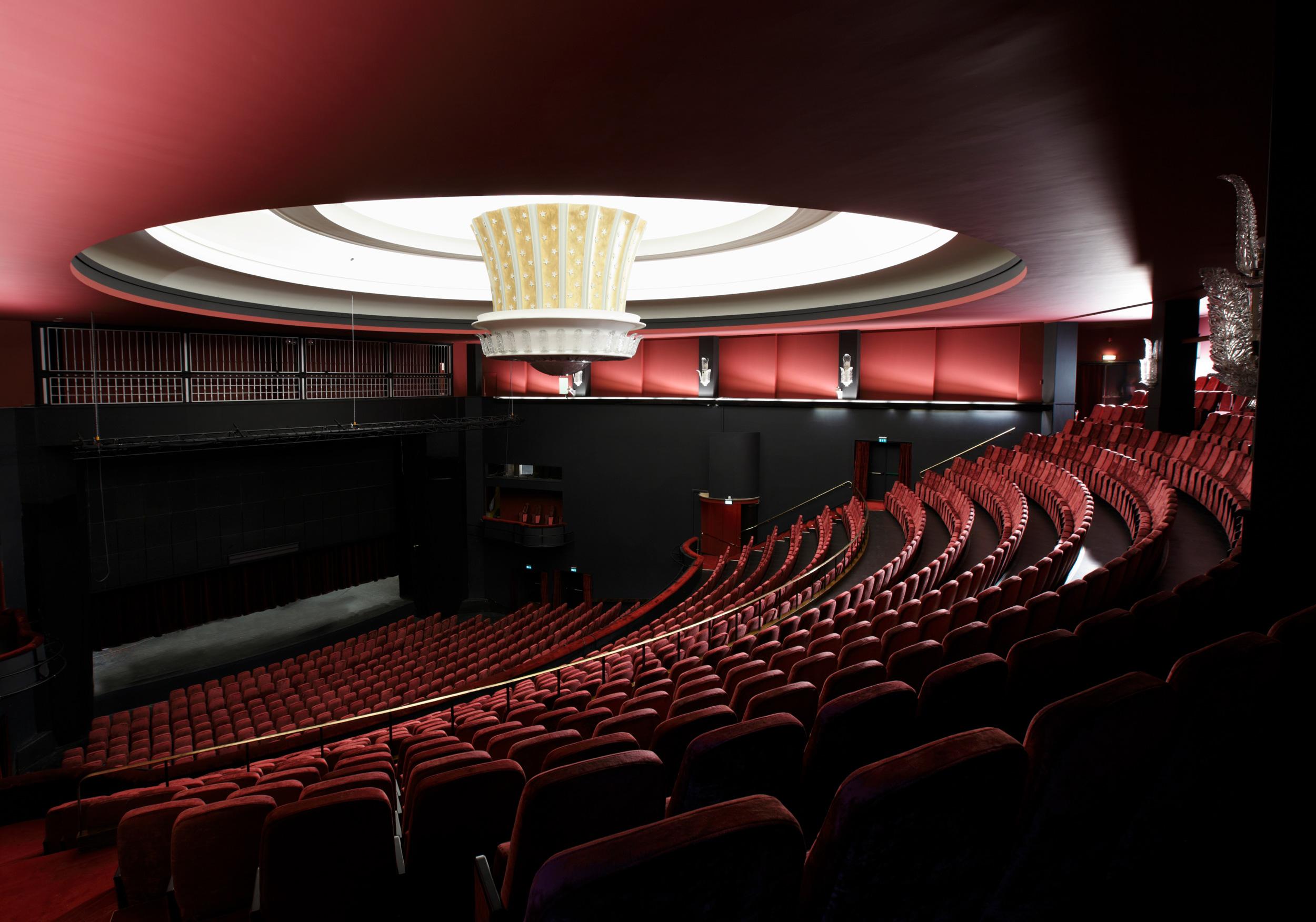 1918, 1935 & 2009 - Siden åpningen i 2009 har vi bl.a. spilt forestillingeneMAMMA MIA!, Buddy Holly, WE WILL ROCK YOU,Monty Python's SPAMALOT, My Fair Lady, Annie, Billy Elliot,De tre Musketerer, Mary Poppins, Singin´ in the Rain ogLes Misérables. Vi har under den samme perioden hatt besøk av nærmere 1.000.000 publikummere. I tillegg til forestillinger og show har vi også vært arena for mange store events ogTV-produksjoner.Velkommen til Folketeateret!