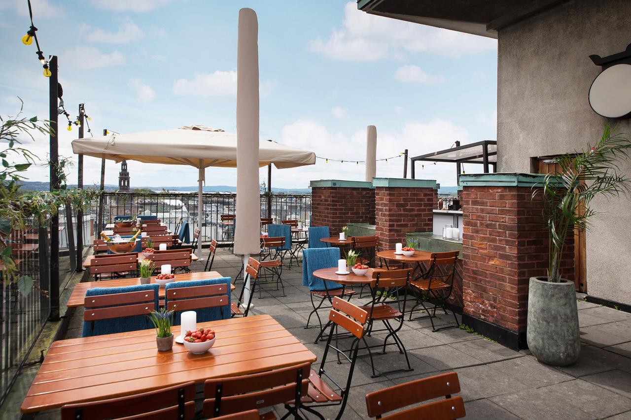 åpningstider - Stratos er normalt kun et utleielokale hele året utenom 2 måneder på sommeren hvor Stratos har åpen terrasse med restaurant, lounge og sommerklubb.I tillegg holder Stratos åpent på enkelte andre dager, som 1. mai, 17. mai og Nyttårsaften.