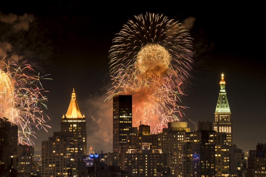 Fireworks galore on the 4th of July. New York City, 2017. Photograph by  ©  Ira Block