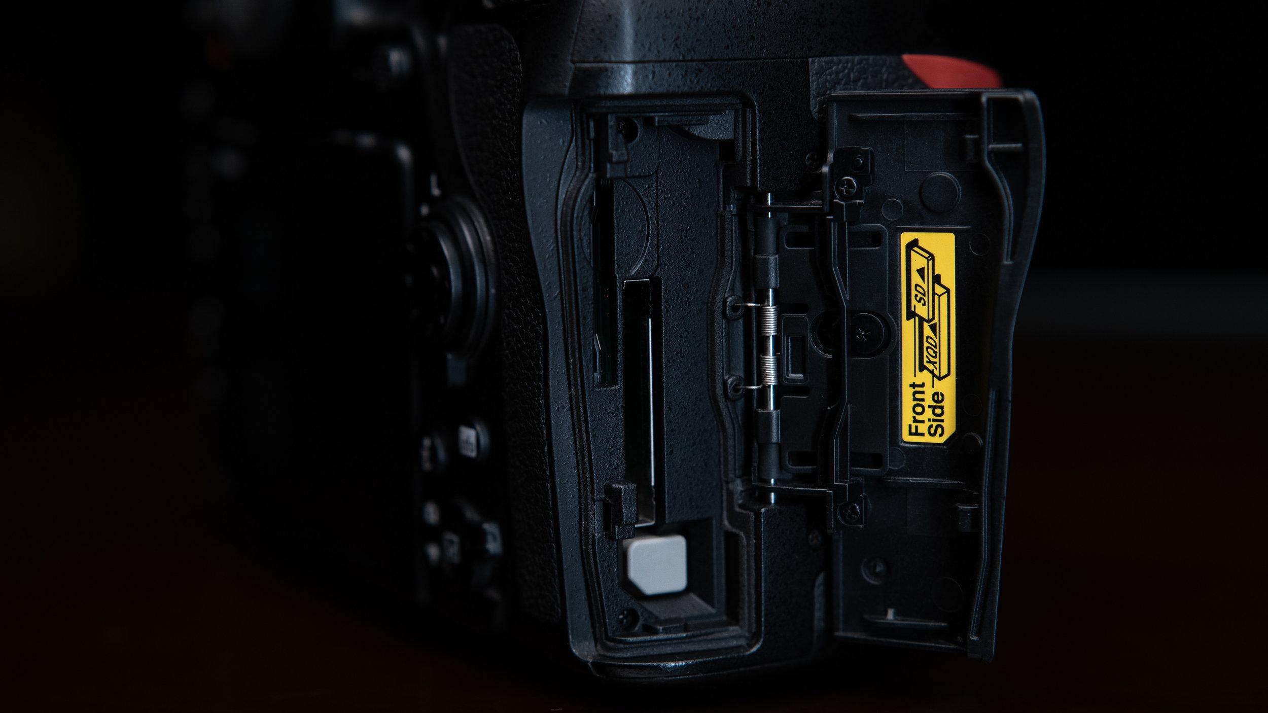nikon_d850_card_slots_gmax_studios_nikon_d850_camera_review_hindi