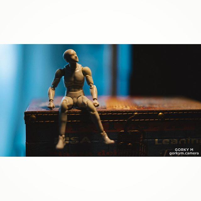 Guide to posing. #photography #posing #posingtips #miniature #figurine #manikin #mannikin