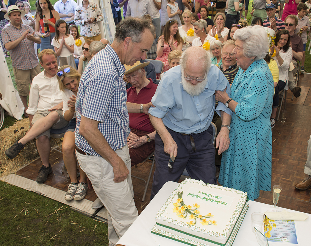 Jeremy Murray cutting the cake