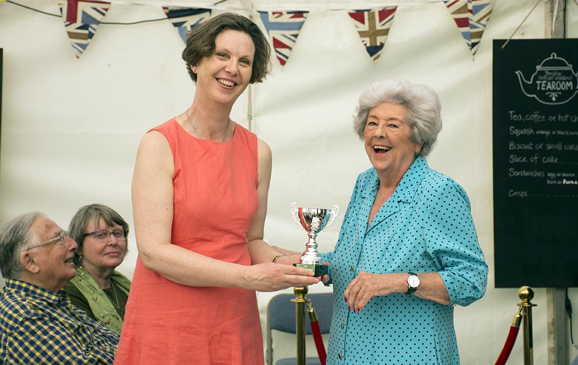 Victoria Penty receiving the Jeremy Murray Community Award on behalf of Thriplow Primary School