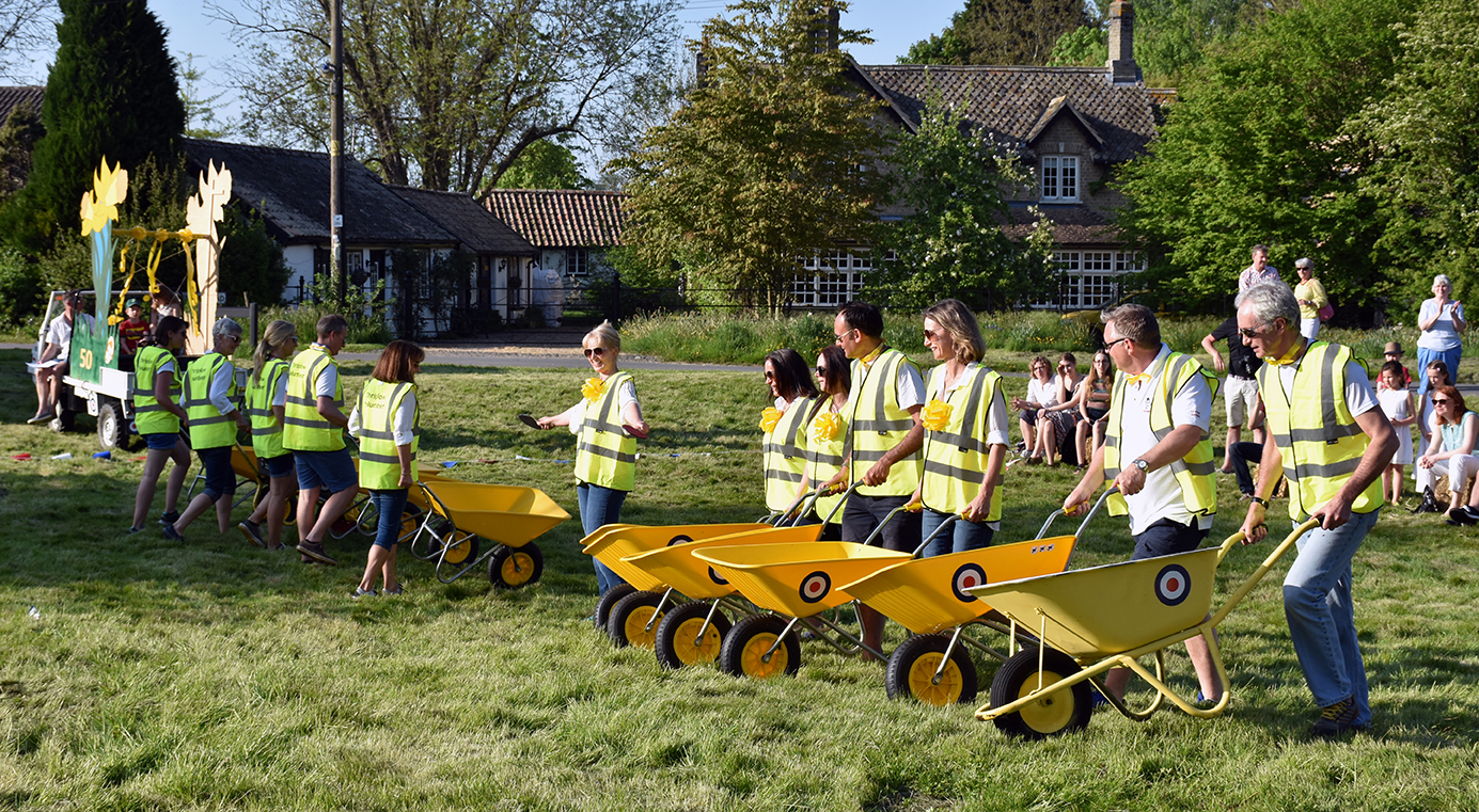The DW Committee with their stunning, daredevil performance of the Yellow Barrows (Thriplow version of Red Arrows)