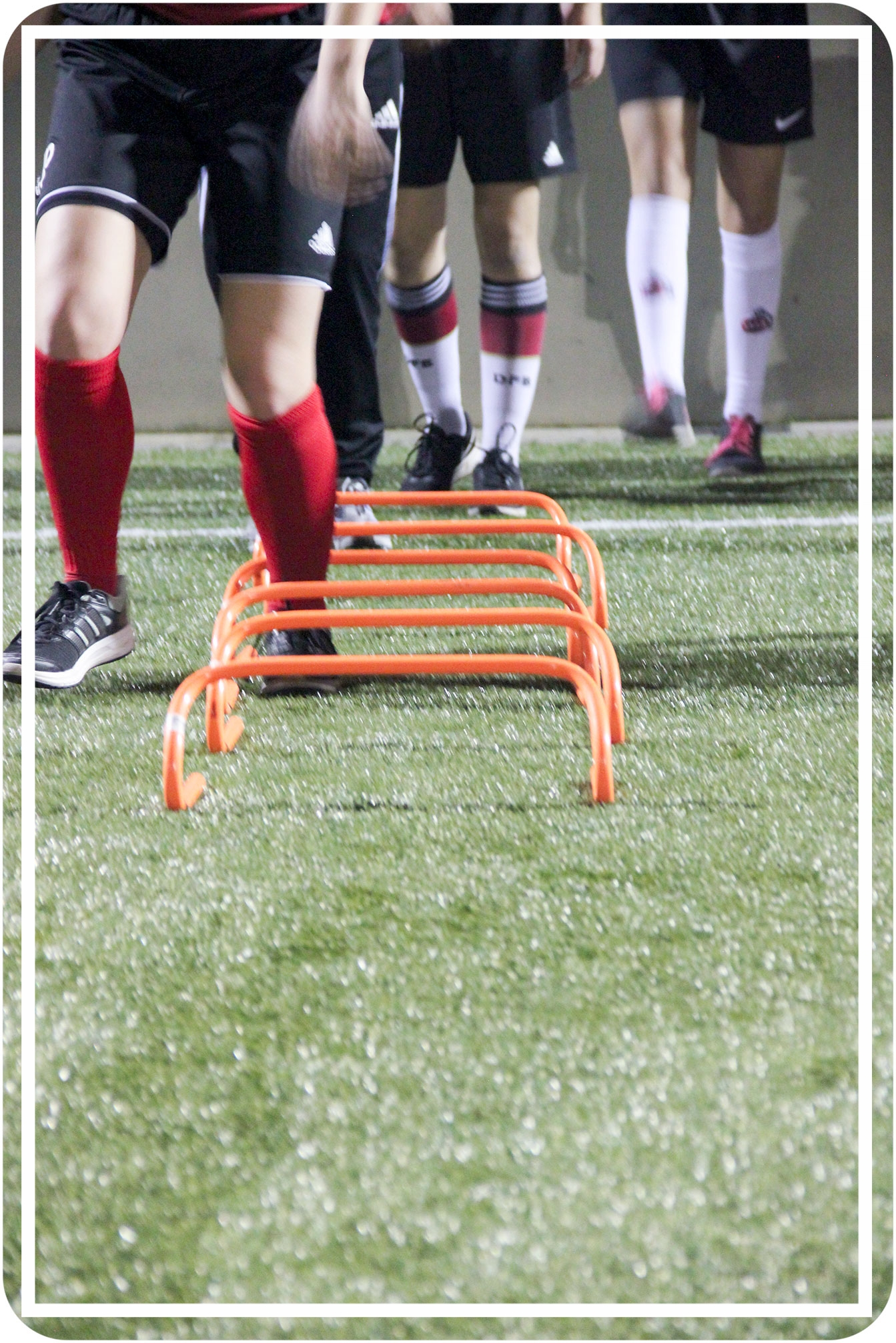 Athletiktraining u. a. mit Hürden -