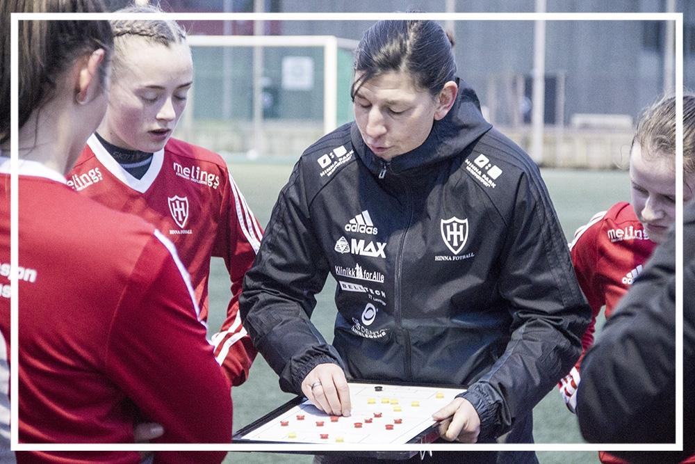 - Seit Januar 2018 - bin ich hauptamtlich als Fußballtrainerin in Norwegen tätig. Ich trainiere das Frauenteam des Hinna FK , die in der 2. norwegischen Division spielen.