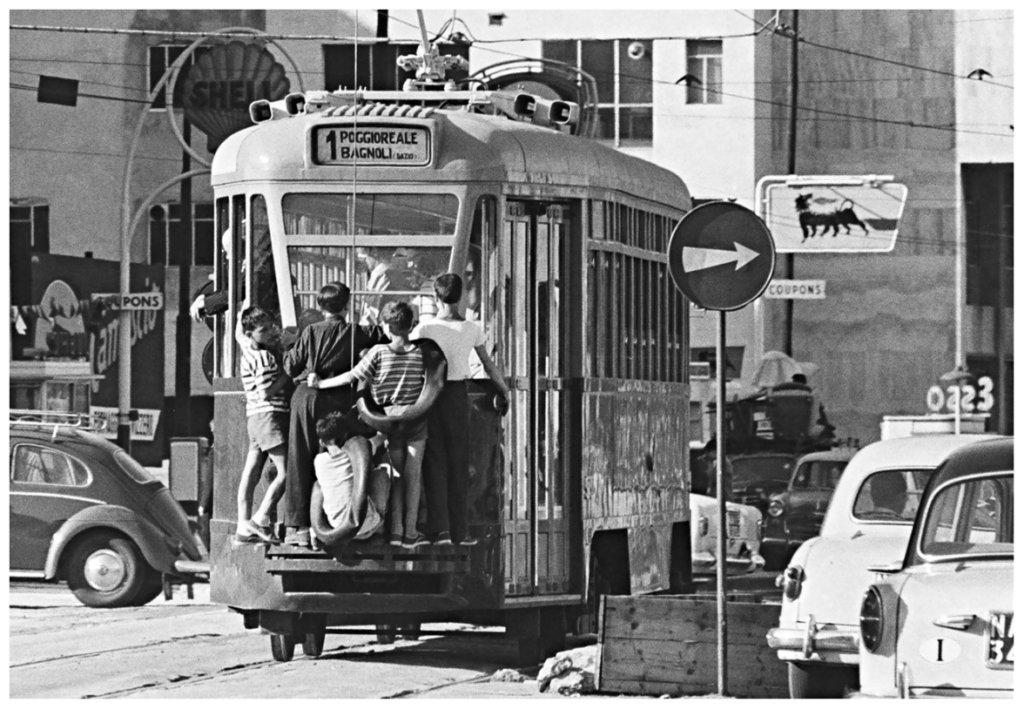 Contrasto-Galleria_Gianni-Berengo-Gardin_Napoli-1958-1024x709.jpg