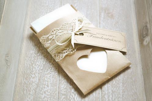 Freudentränen-Taschentücher: Kaufen oder selber machen. Mit Hülle oder Banderole.