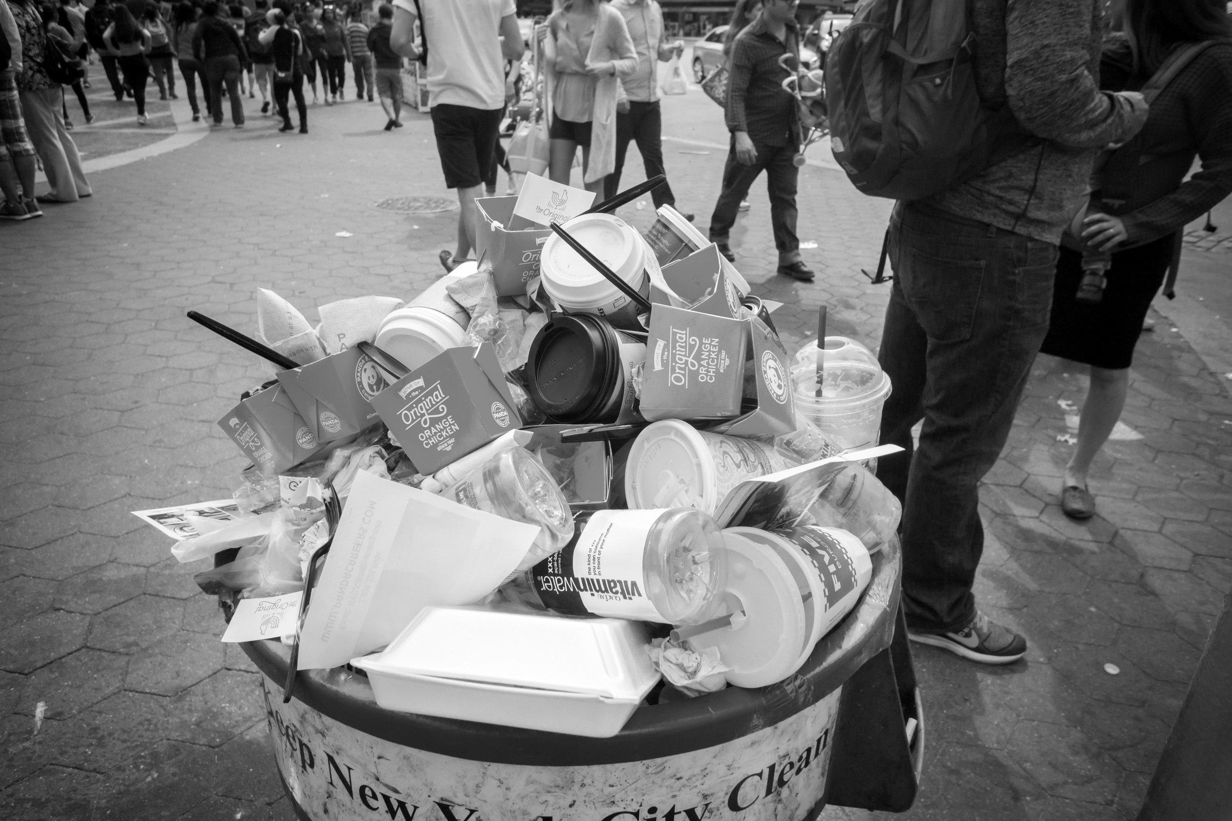 NYC to go trash B&W.jpg