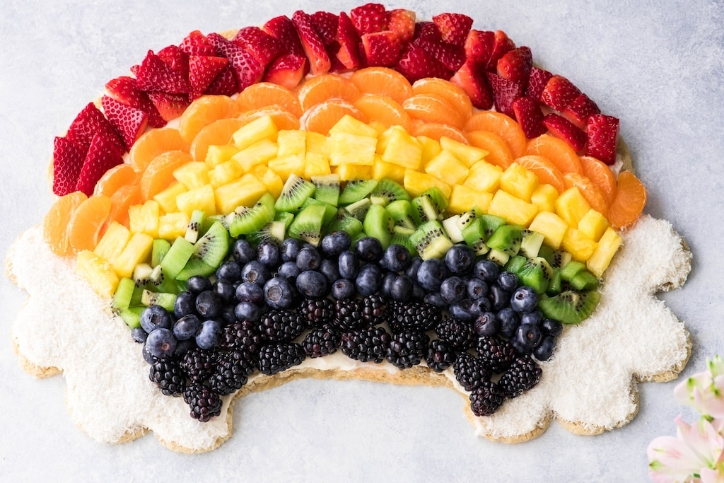 Rainbow-Fruit-Pizza-Recipe-with-a-sugar-cookie-crust-and-cream-cheese-frosting-5.jpg