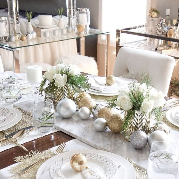 gold and white christmas table decorations.jpg
