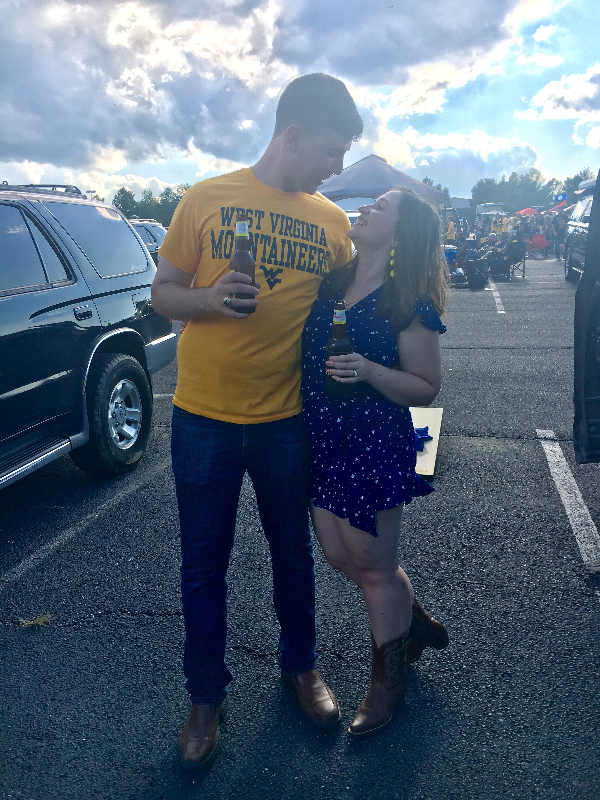 wvu couple, cute football couple, tailgating outfit ideas,