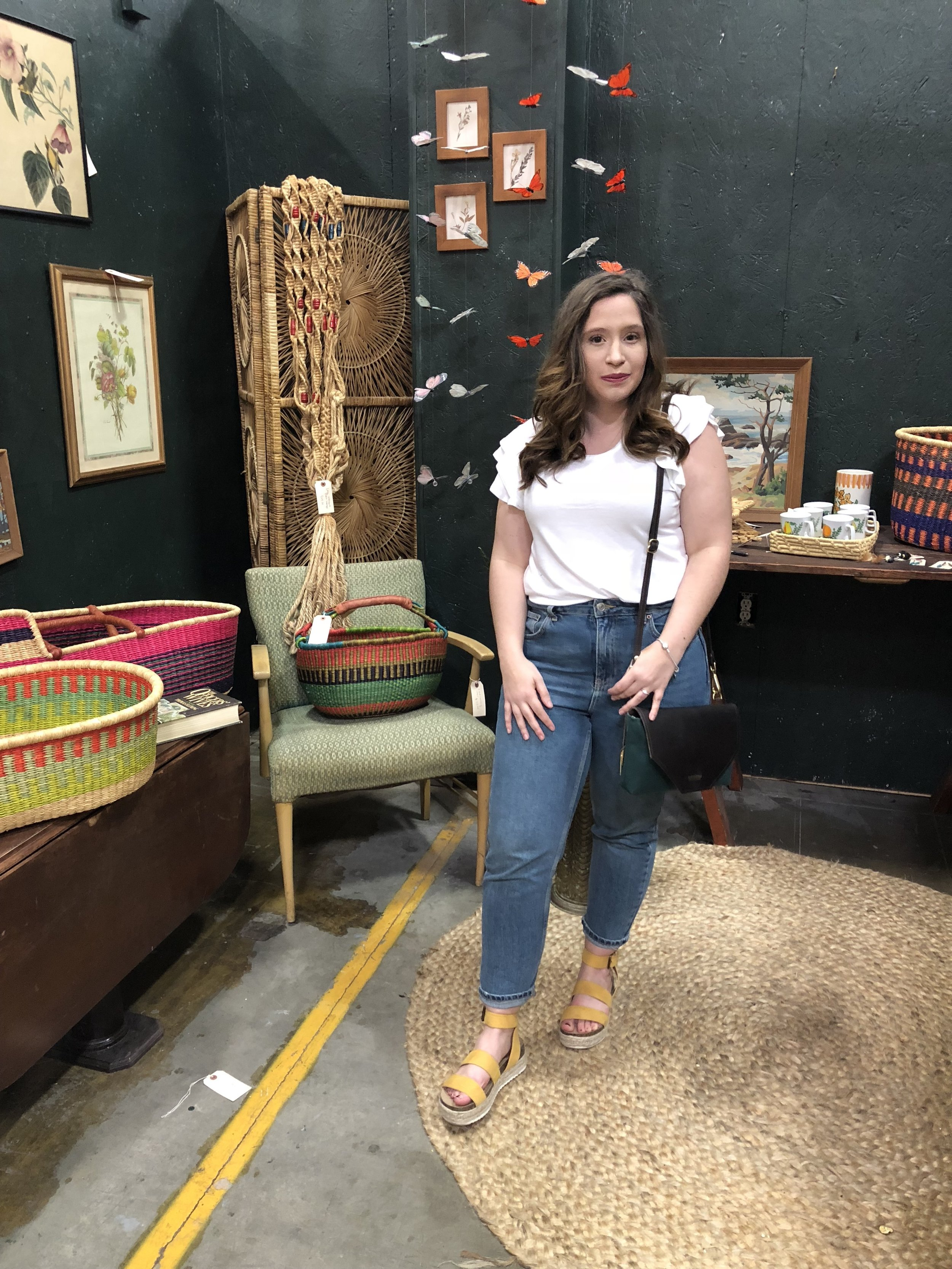 How to Wear Mom Jeans for Girl's with Curves, How to Style Mom Jeans, Mom Jeans for Curvy Girls, How to Style Mom Jeans when you Have Hips