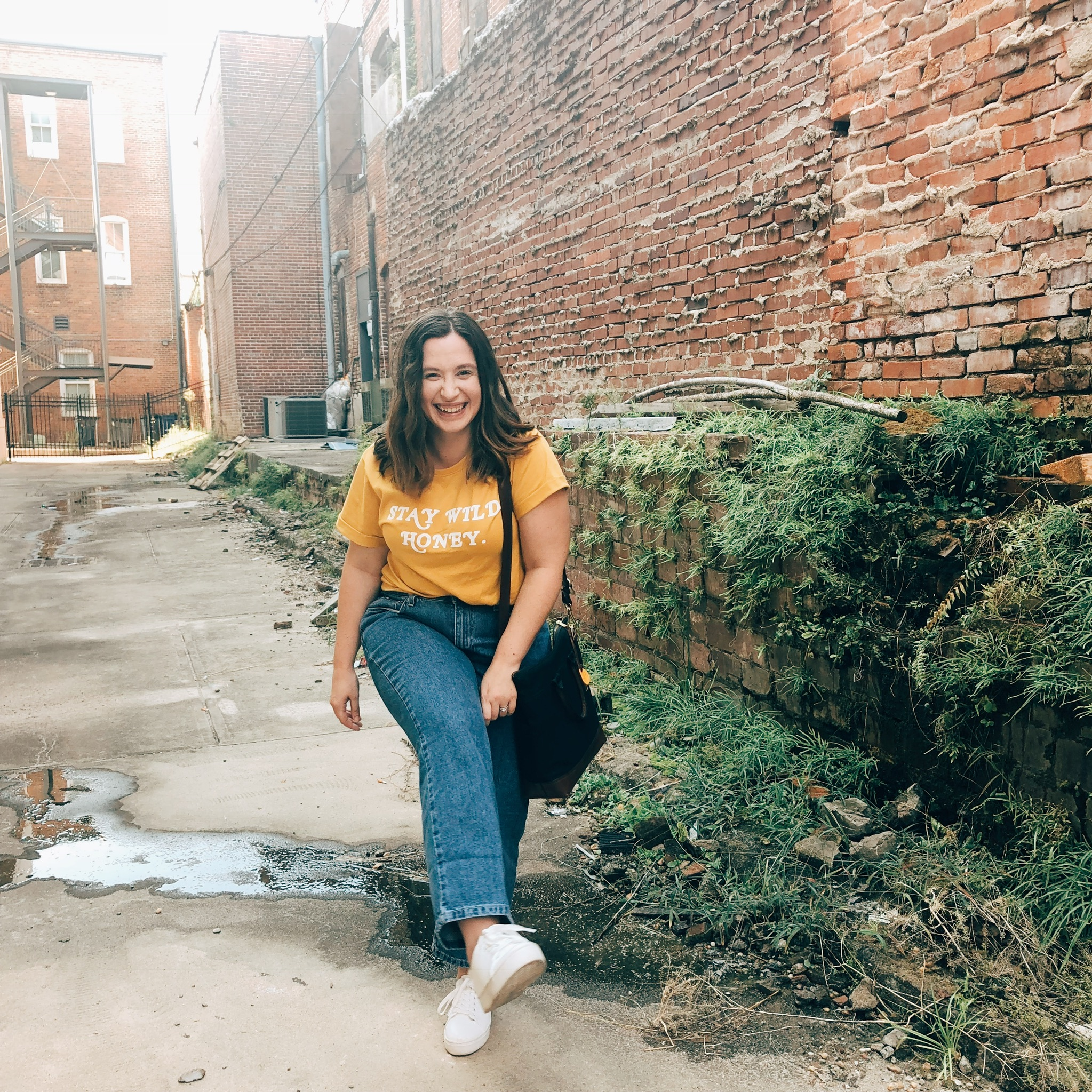 vintage fashion, thrifted fashion, thrifted outfit, blogger outfits, wide leg cropped jeans outfit, vintage jeans outfit, graphic t-shirt outfits