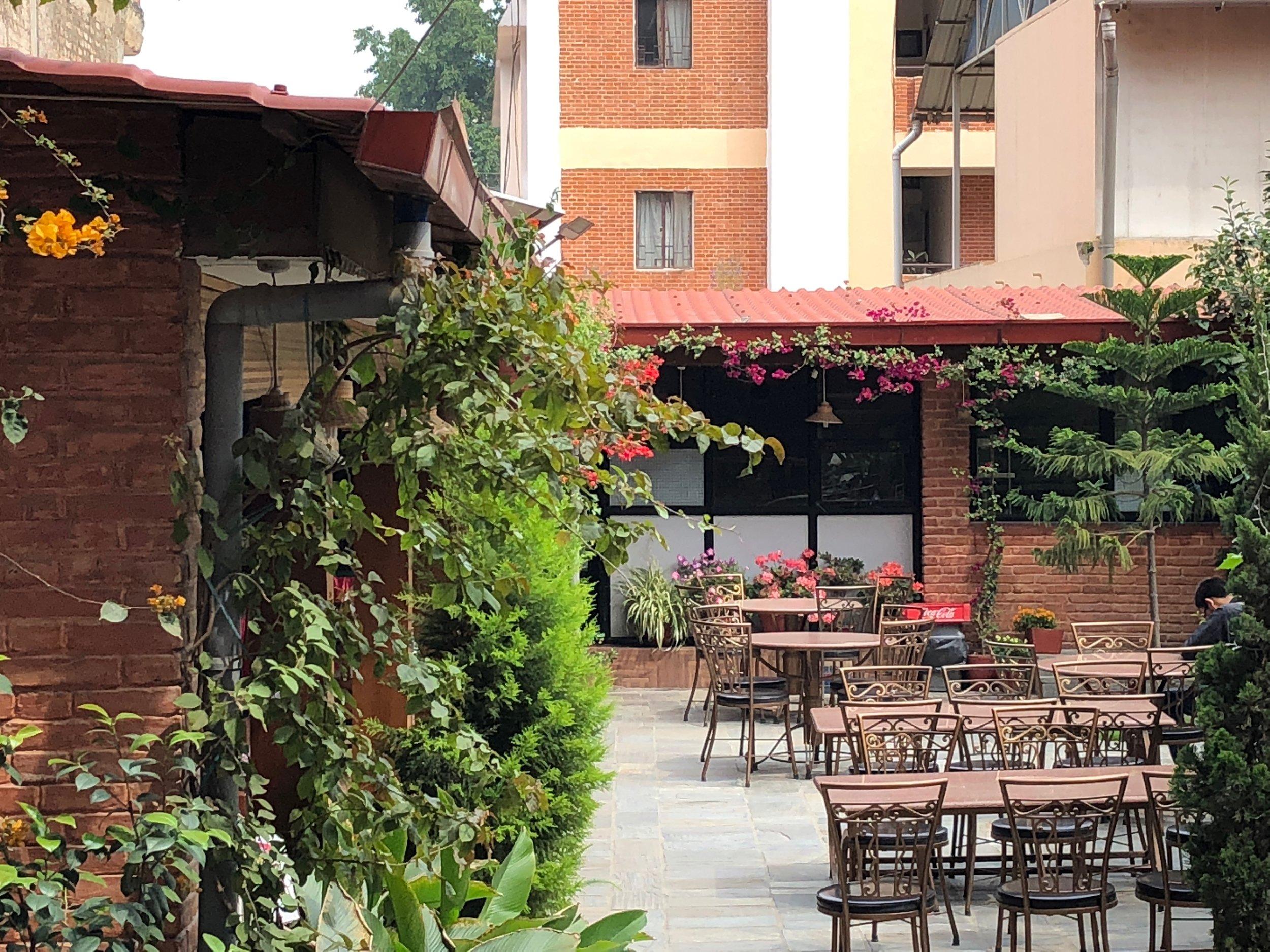 hotel_apsara_courtyard.jpg