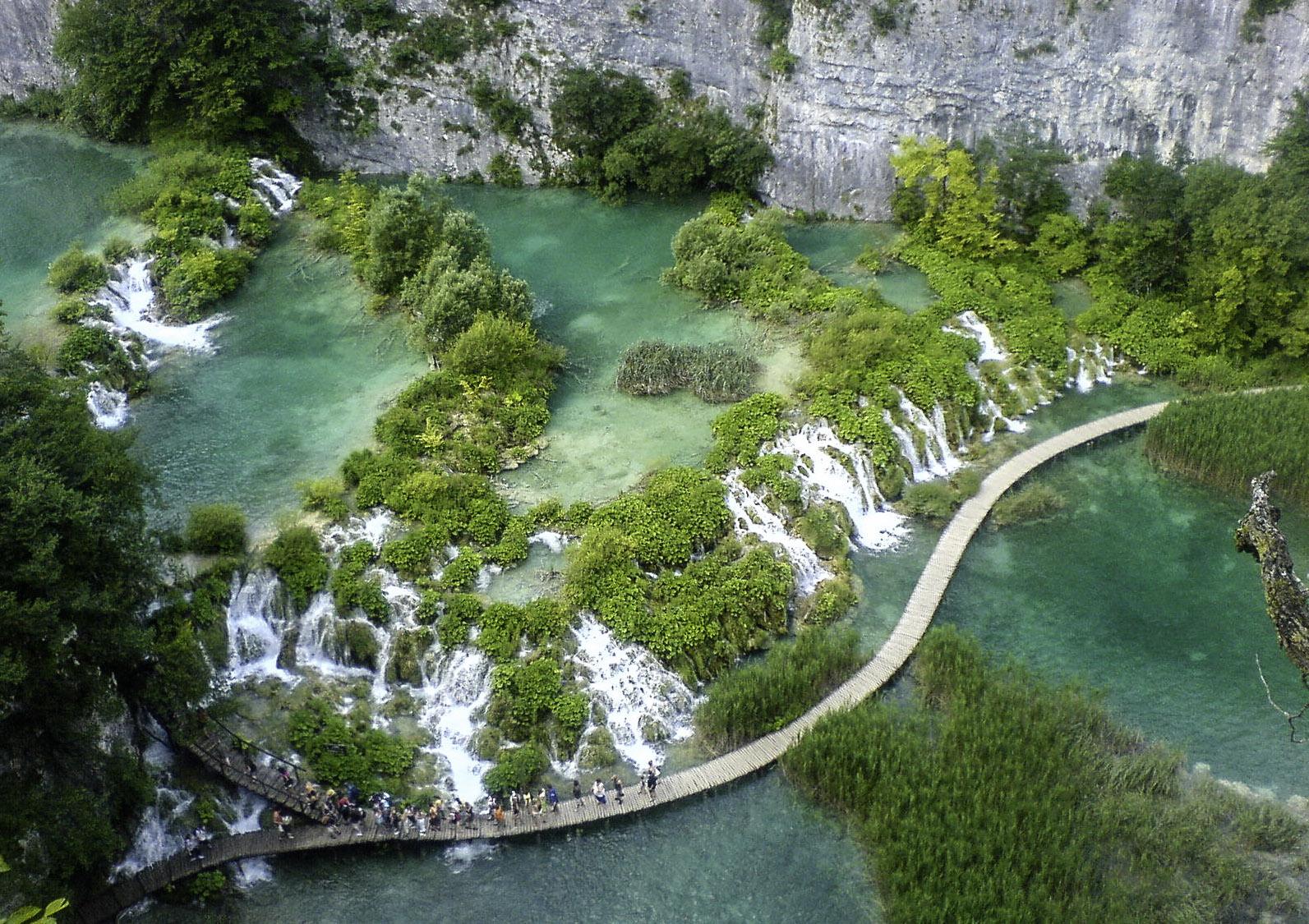 Plitvice Lake 3.jpg