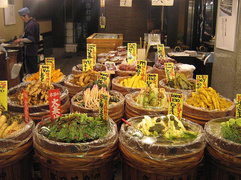 800px-Tsukemono_shop_by_Gavin_Anderson_in_Nishiki_Ichiba,_Kyoto.jpg