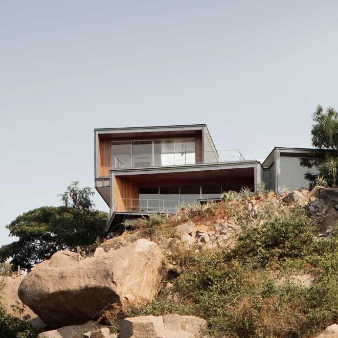 This Lakehouse Pays tribute to its rugged landscape - Design anthology
