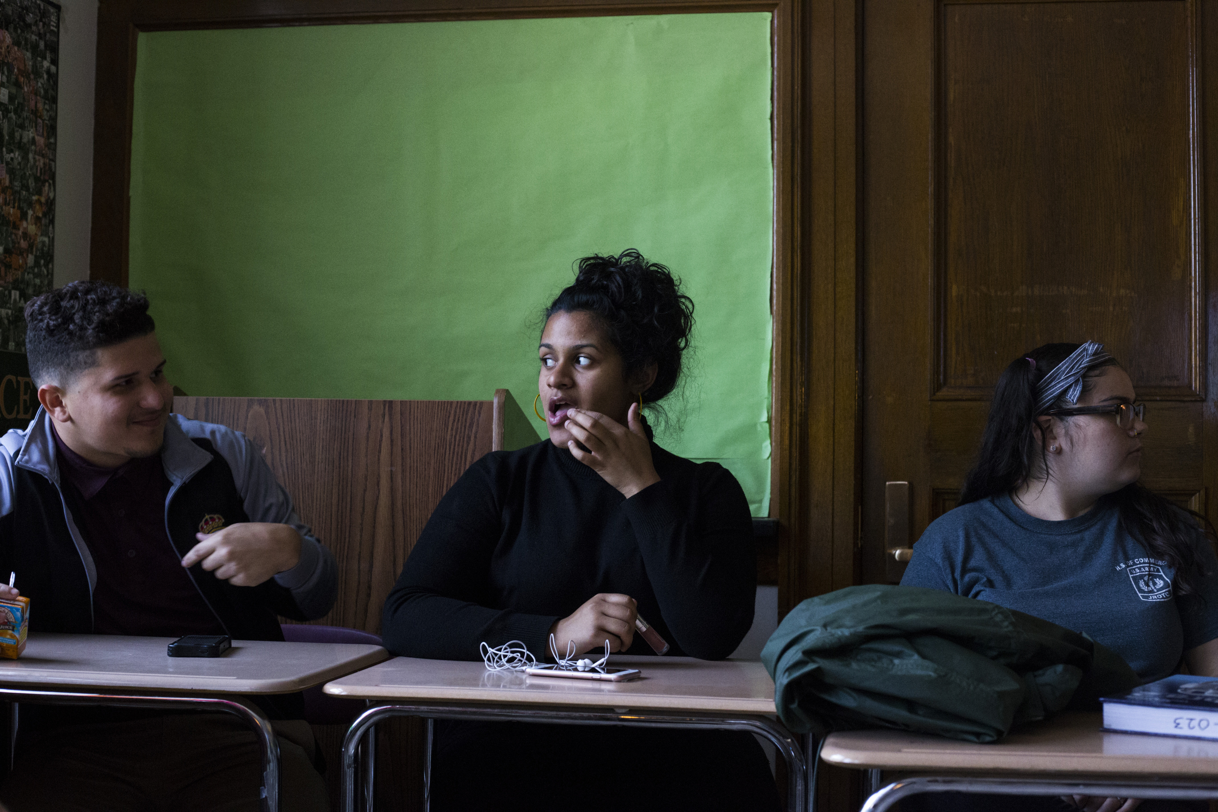 Aliza Gonzalez, 17, puts on lip gloss while talking to friends in her Journalism class at the High School of Commerce in Springfield, Mass., on Monday, September, 11, 2017.