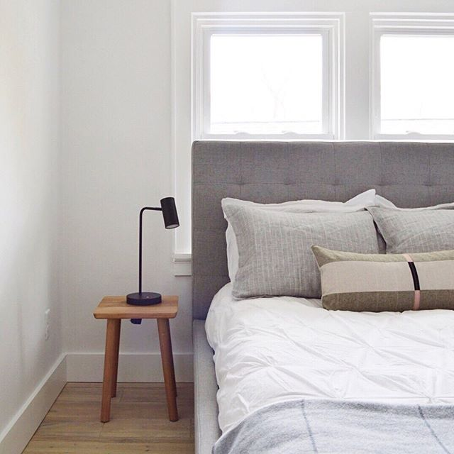 ... soft & serene sleeping quarters at the Murray Bungalow ... see all three upper level bedrooms at www.dailyhomeco.com/journal ... | 📷 : @dailyhomeco
