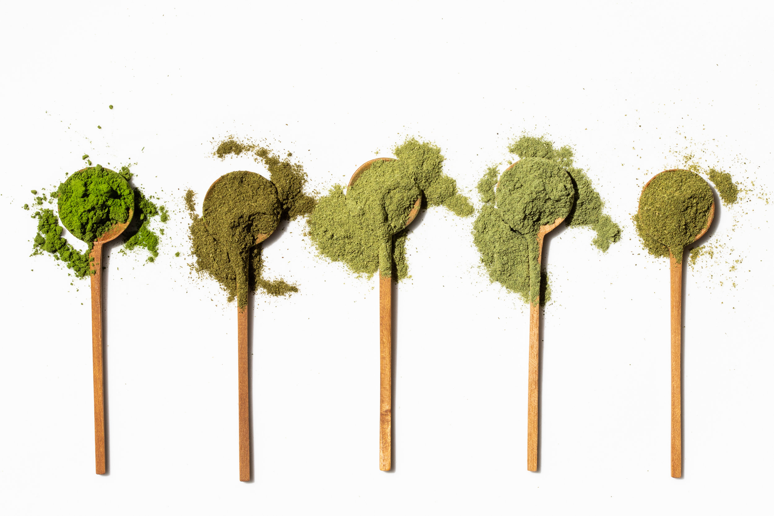 Not all moringa is created equal! Nutu moringa is on the left, and its quality is evident even in its appearance: a fine, bright, vibrant green powder, with all the vitality of the raw leaf.