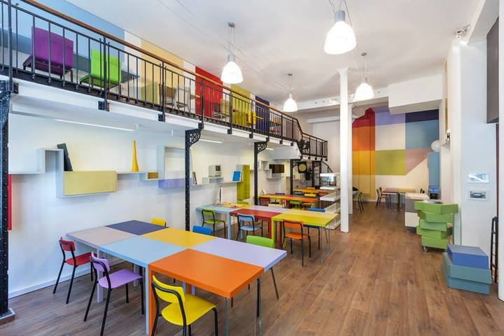 Patchwork in Paris   You'll find  Patchwork  in the heart of Paris. This unique coworking space clearly gets its name from its colorful interior design and conceptual basis of bringing together designers, architects, bloggers, photographers, creators, and entrepreneurs into one space. You can acquire membership for either the shared coworking space, an open space desk, an office, or a meeting room.