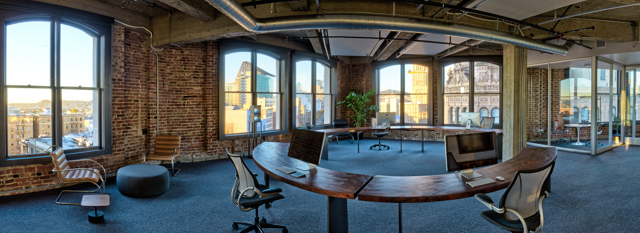 Partners' Ring Desk Panorama