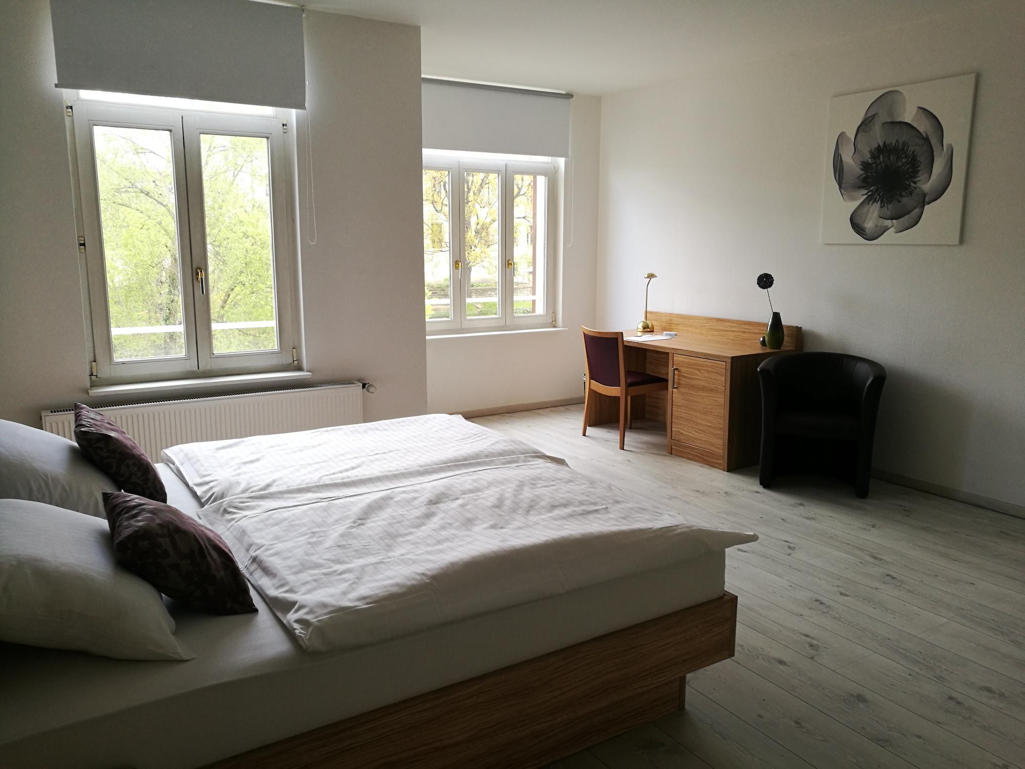 Hotel Halle Appartementhaus Zimmer 1.jpg