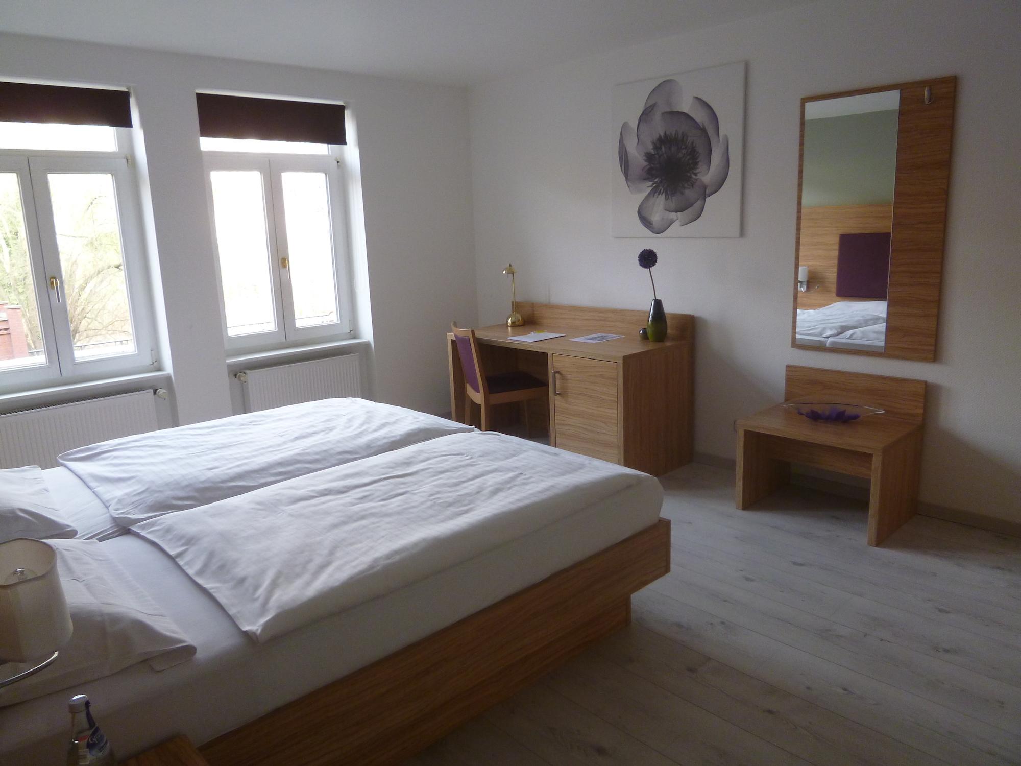 Hotel Halle Appartementhaus Zimmer 3.JPG
