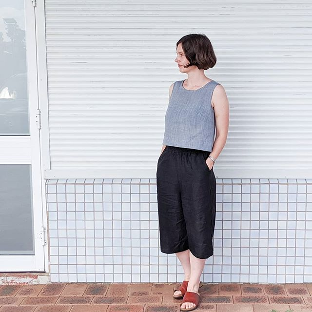 My new favourite me-made outfit 🌞 I made these pants using the #phoebepockets pattern by @patternunion which I love 💙💙. I used the high-waisted version and cropped the length. The term #secretpajamas gets thrown about a lot but, having accidentally fallen asleep in these pants, I can confirm they are so comfy you can sleep in the 😂👍. I whipped up a cropped #willowtank using an old cotton remnant to wear with my Phoebe pants because all my other tops were a bit long. It's the perfect combo for warm spring days spent running after a busy toddler 😊 . . . . #phoebecollection #wearhandmade #isewmyownclothes #imakemyownclothes #indisewingpatterns #handmadewardrobe #wearhandmade #memade #memadeeveryday #imademyclothes #memadewardrobe  #sewist #sewistsofinstagram #sewingaddict #sewersgonnasew #sewsewsew #isew #slowsewing #slowsewingmovement #makersgonnamake #makersmovement #sewingblogger #makeitsewcial #sewcialist #sewperth #sewaustralia
