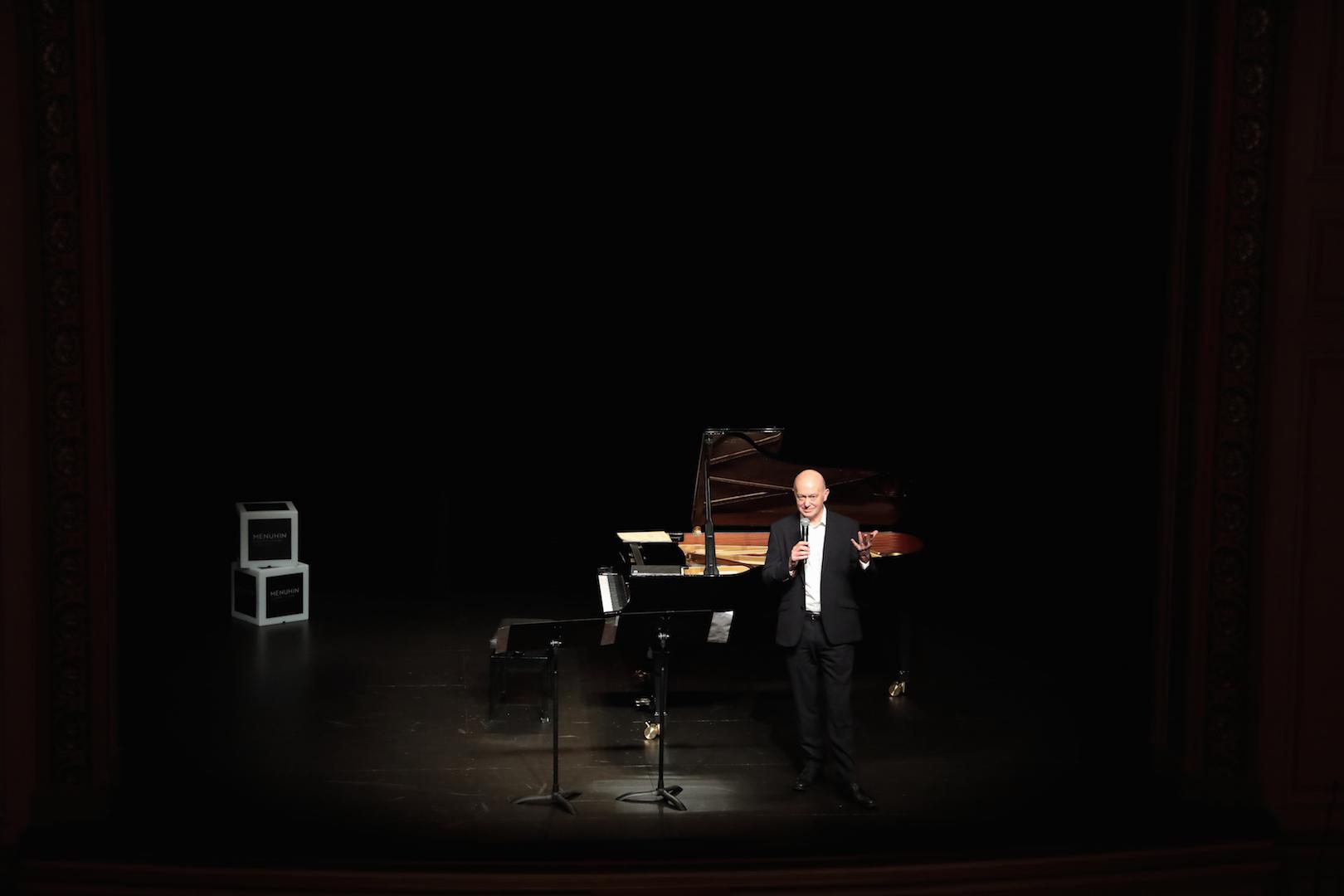 Concours Menuhin Théâtre les Salons Gordon Back@Nathalie Mastail-Hirosawa.jpg