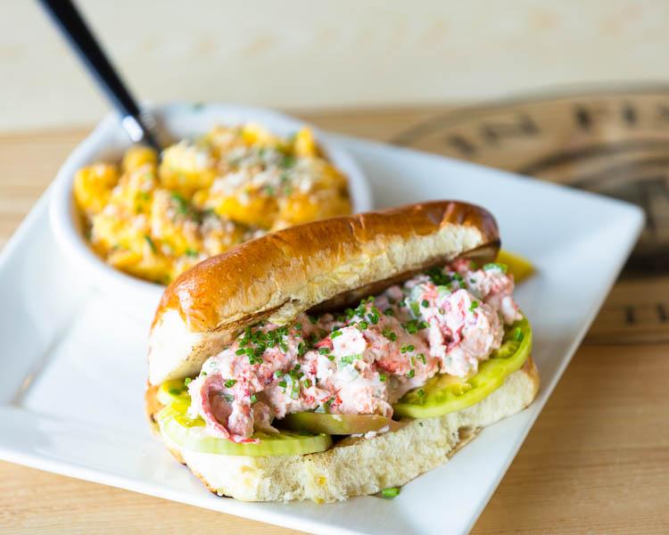 restaurant-gallery-lobsterroll-600.jpg