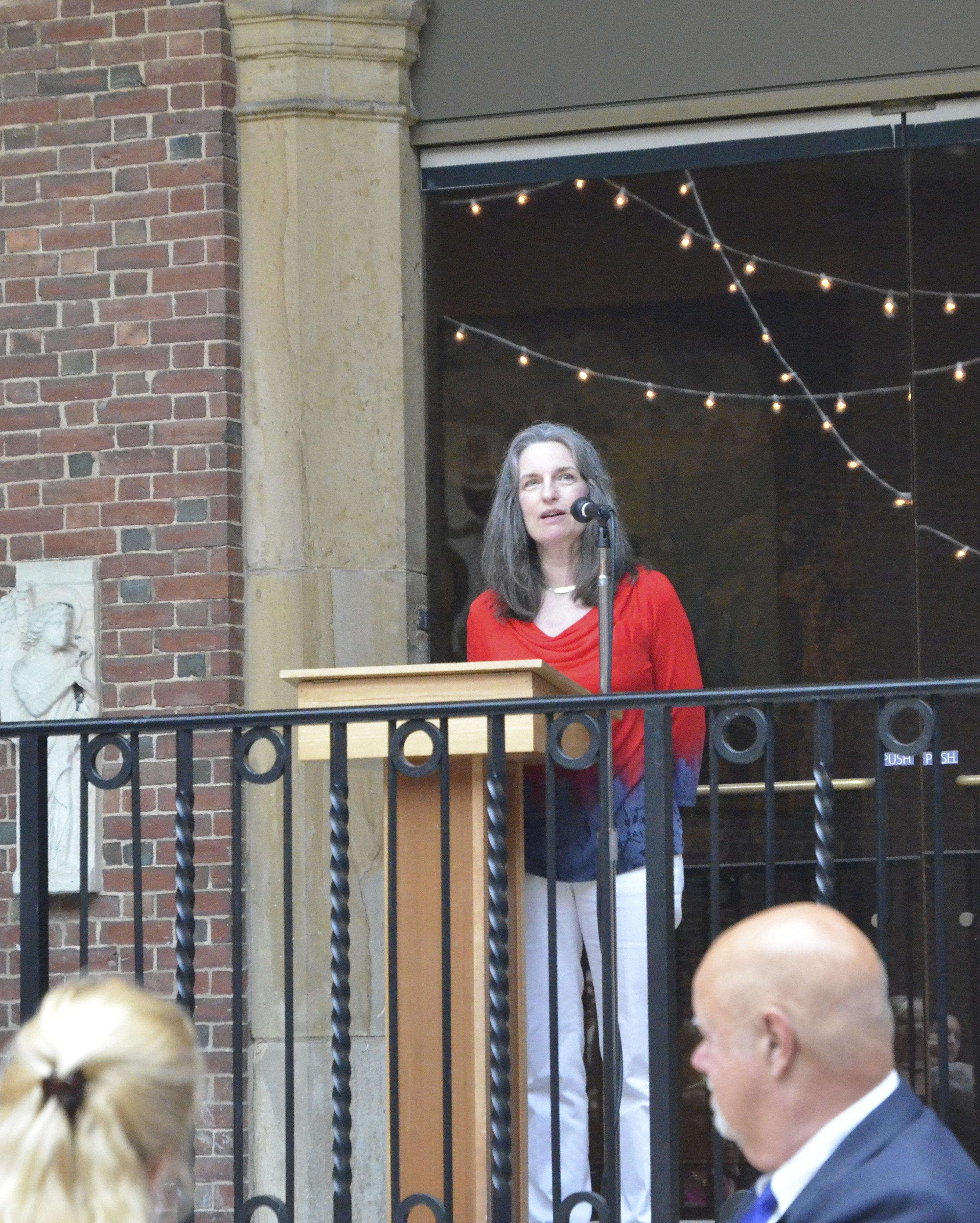 The artist speaking at the Dayton Art Institute