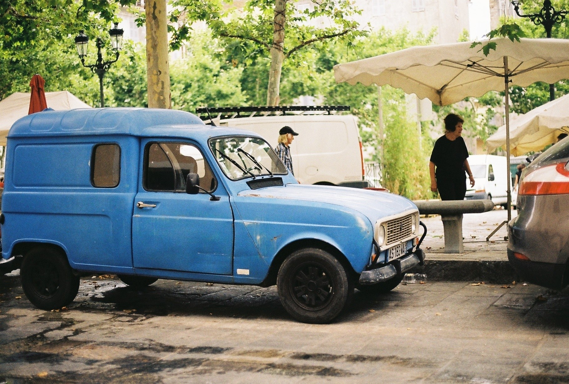 And photos of old French cars