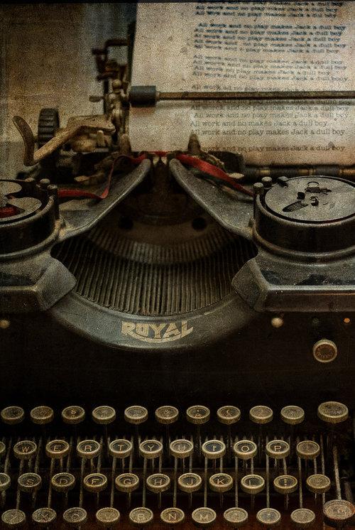 ws_antique_typwriter_crop_suzanslgottshall_2_1108.jpg