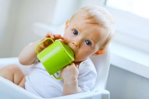 baby-drinking-juice.jpg