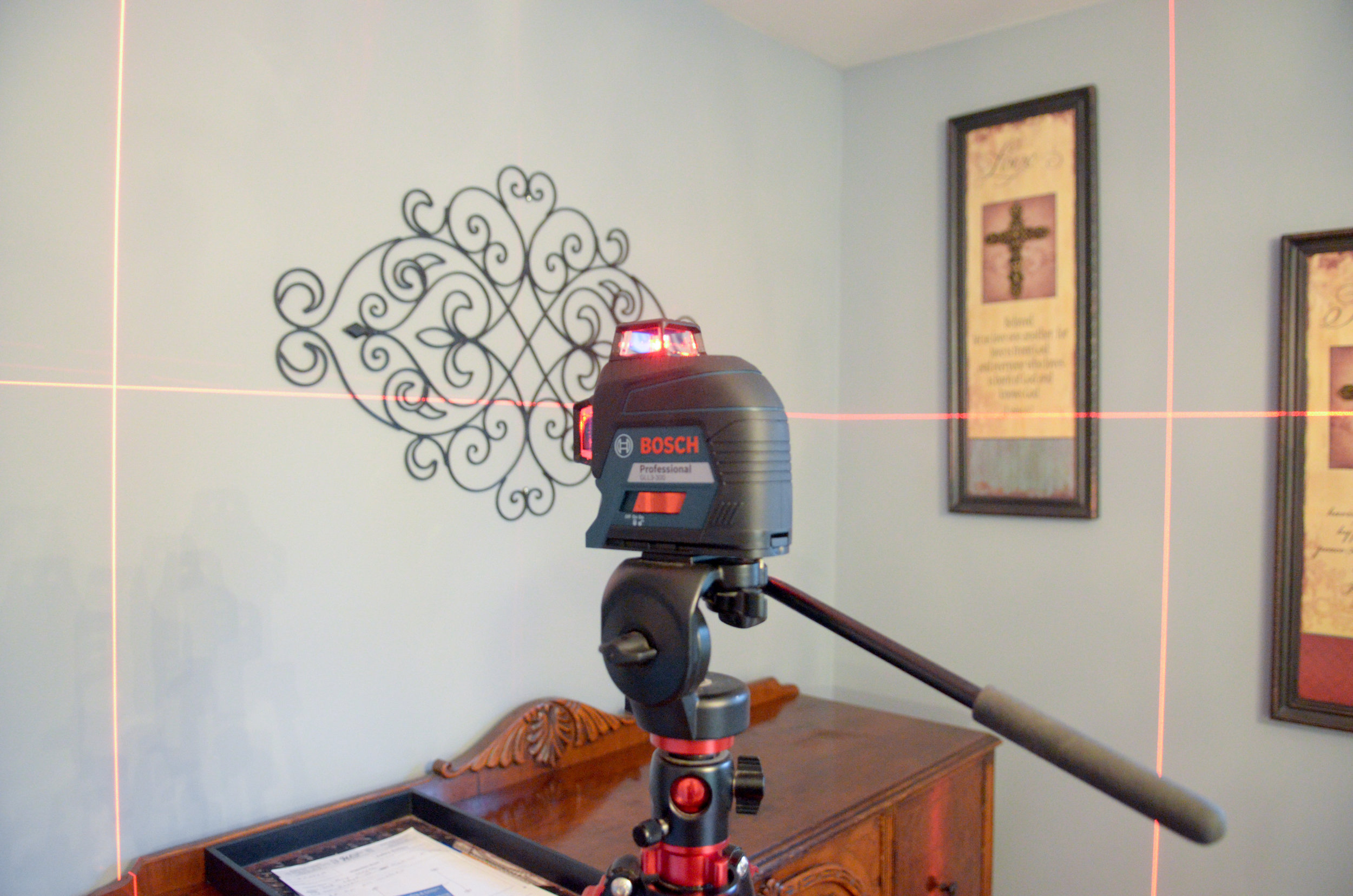 The laser level can be mounted to a tripod