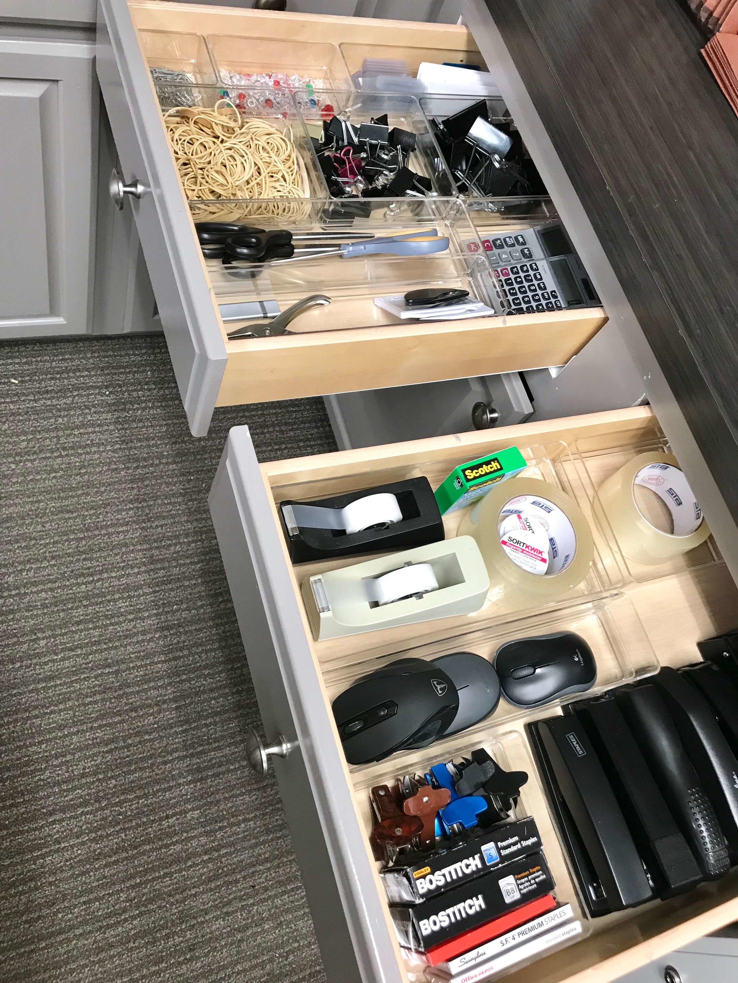 When a space is shared between several different people, organized drawers are essential for a productive environment.