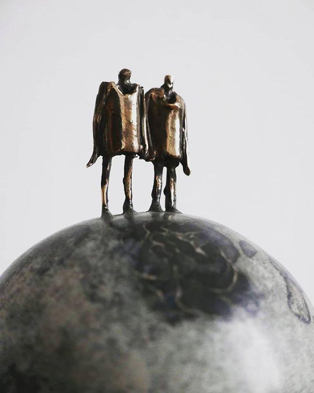 Ball 👯♂️ . . . . . #leszekmichalski #sculpture #ball #couplegoals #art