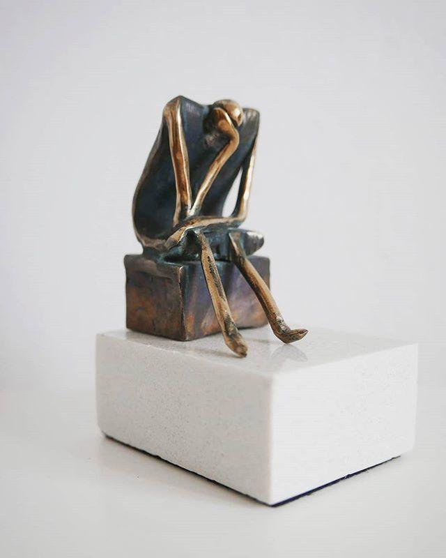 Sitting 🧘♂️ . . . . . #leszekmichalski #sculpture #sitting #bronze #art