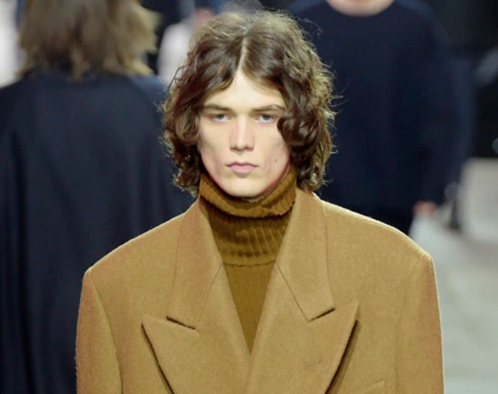 BRAND FOCUS: DRIES VAN NOTEN - To mark the anticipated arrival of Dries Van Noten menswear to the website, I unpacked the AW17 offering and broke down the style codes synonymous with the house.This feature was supplemented with email coverage and online banners to give it maximum exposure.