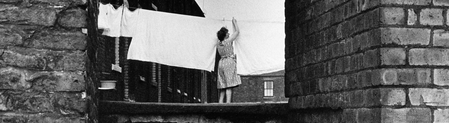 Woman+hanging+out+washing,+Salford,+16-75-3+(1962) (1).jpg