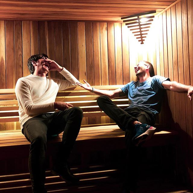 Amigo es aquel que te acompaña al sauna aunque esté apagado 🤷🏻♂️😅 . Your vibe attracts your tribe. Double tap si estás orgulloso/a de tu tribu 🙌🏻 Y mencionalos si querés que lo sepan 💚 . . ¡Pregunta! 🎸 ¿Cuál es EL grupo de música de tu generación? O el top 3 si te cuesta decidirte. Ayer tuvimos toda una discusión al respecto.
