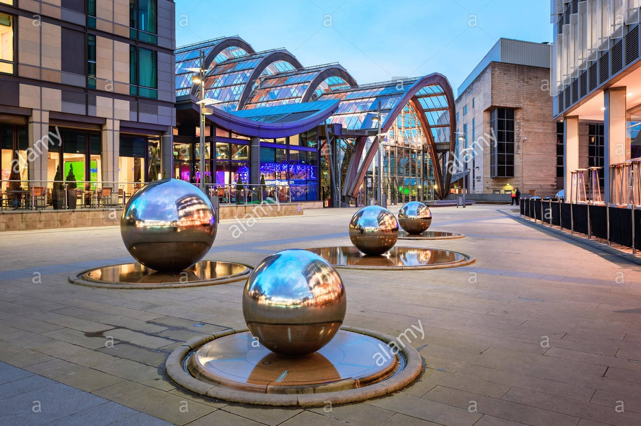 millennium-square-is-a-modern-city-square-in-sheffield-england-the-G3YWBG.jpg