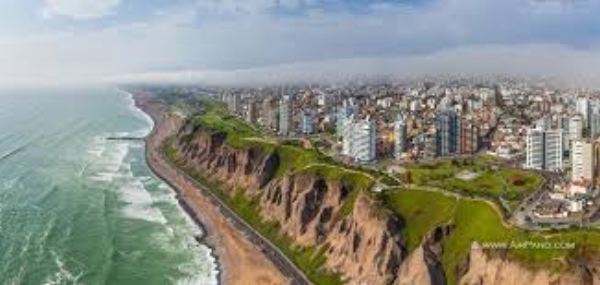Lima. It was just a short walk down to the ocean's edge where we saw hang gliders everywhere.