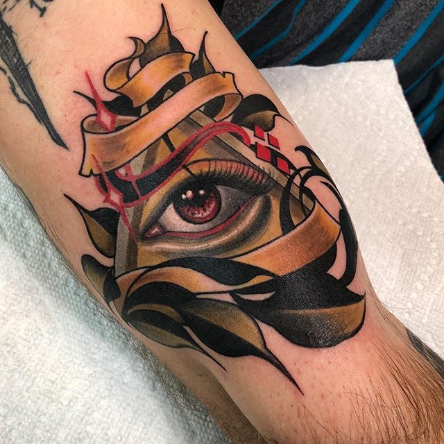 Did one of my designs on @kineticpop yaaayyyy -thankx for letting me do this:) #neotuck #neotraditional #illuminati #eternalinks #worldfamousink #coralsprings #eye #banger