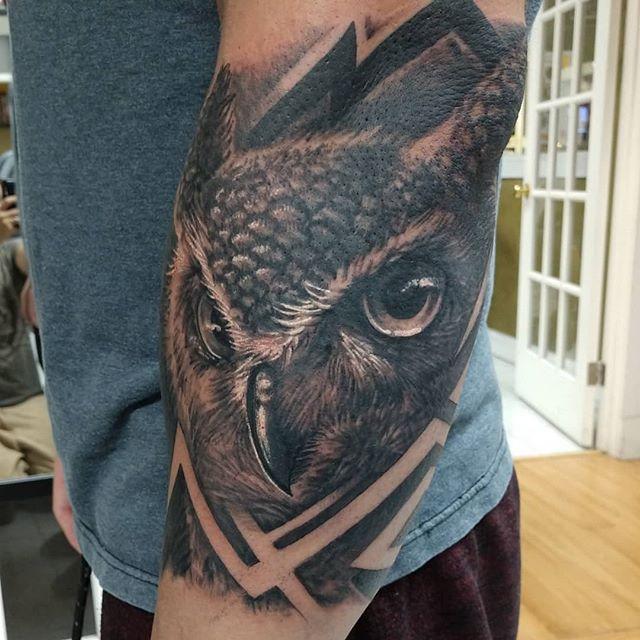 #owltattoo realismtattoo #realisticowltattoo #realistictattoo #blackandgreytattoo #blackandwhitetattoo #blackandgraytattoo #instatat #inkaddicts #inkd #tattoosleeve #tattooboy #tattoostyle #dmactattoos