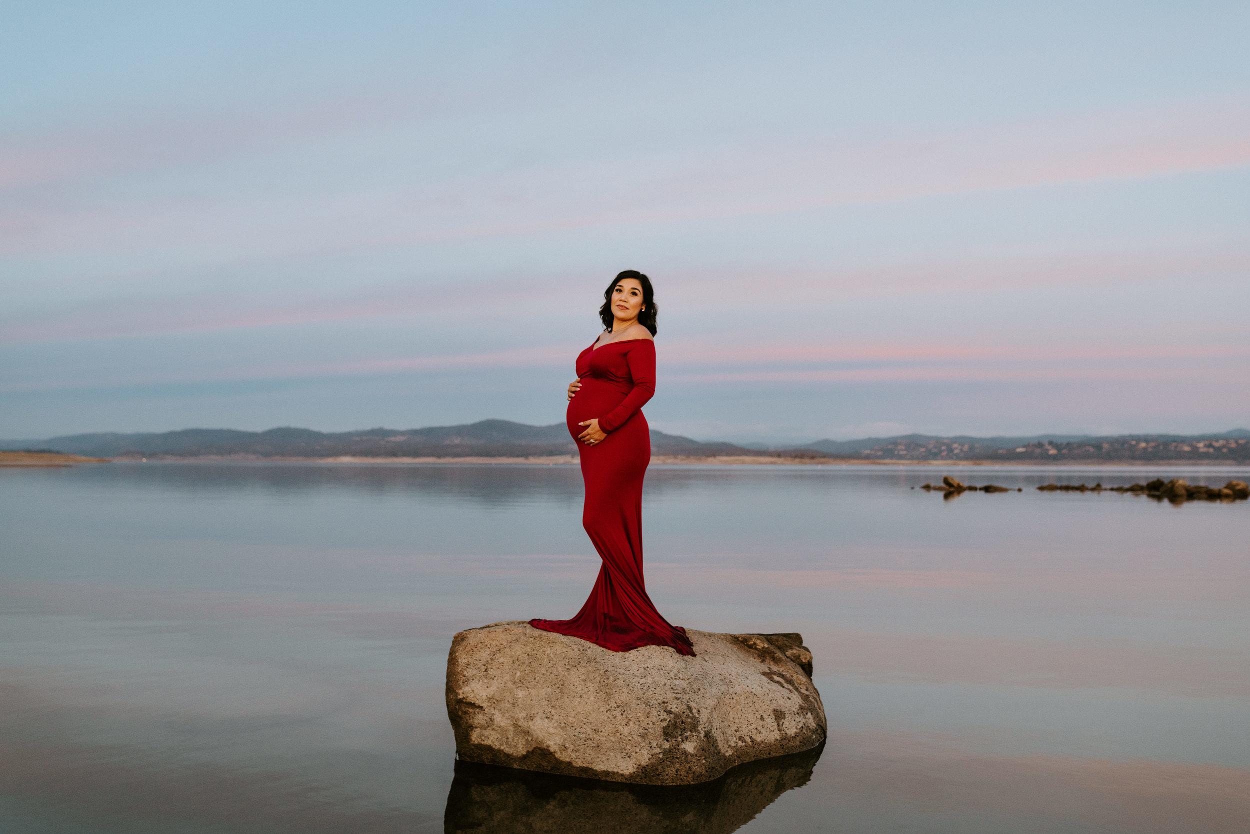 Jaclyn-Deryl-Folsom-Lake-Maternity-1.jpg