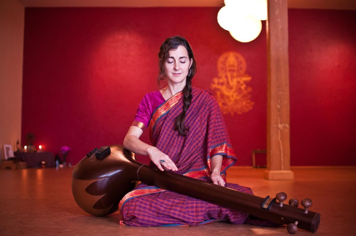 kavita playing tambura